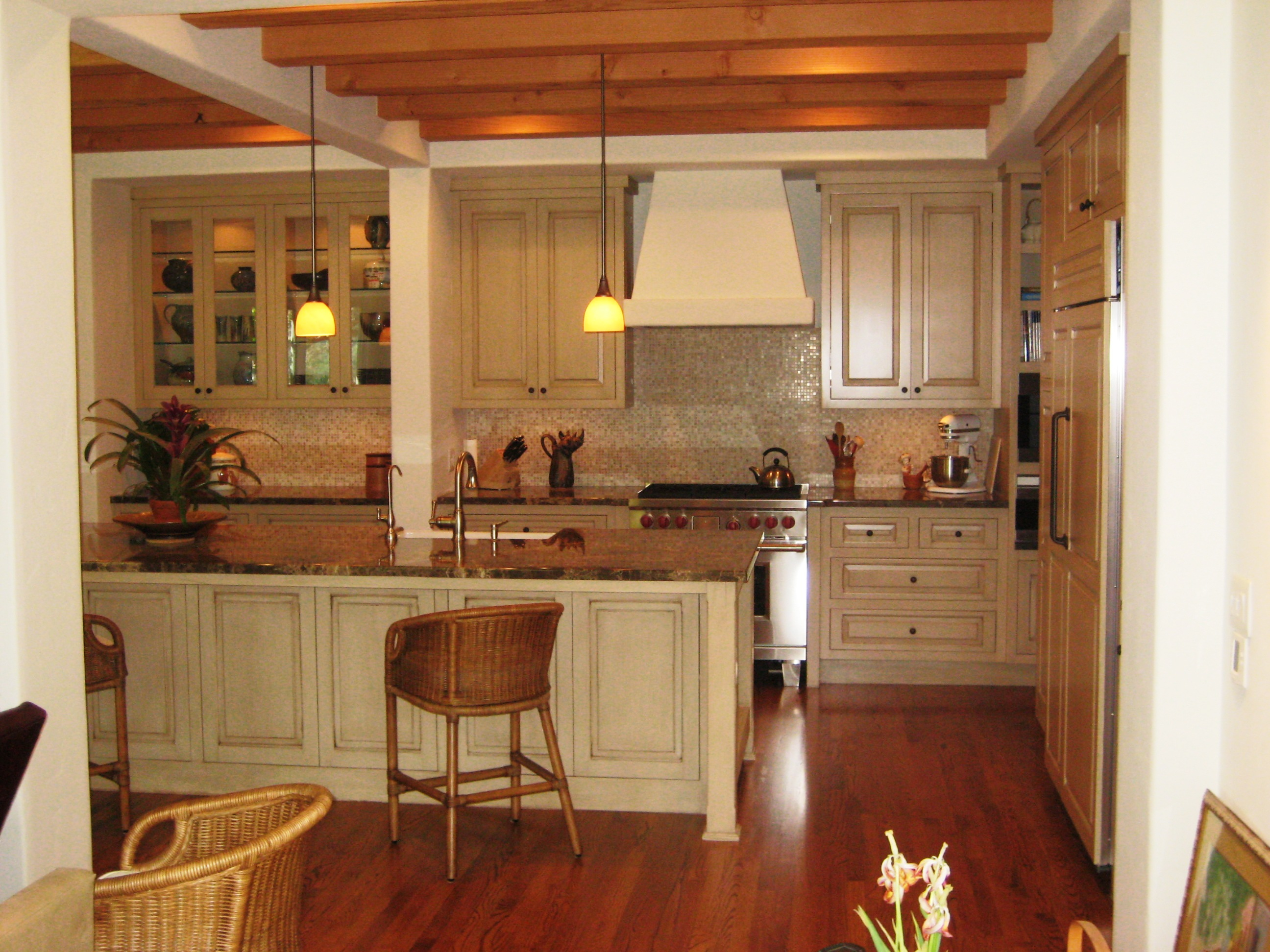 Antique kitchen 021 custom cabinets by mahnken cabinets - Vintage kitchen ...